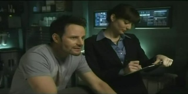 Sanctuary S4x03 Henry and Cass in the lab