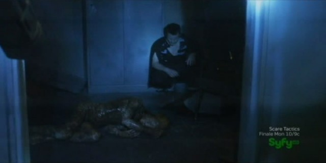 Sanctuary S4x07 - Henry with dead Magoi