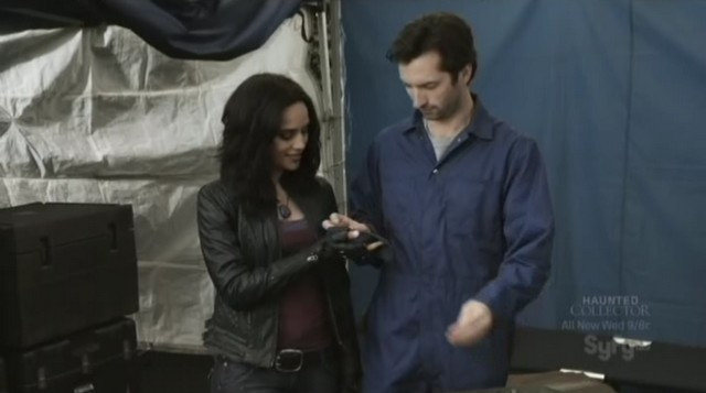 Sanctuary S3x20 - Kate gives Garris a gift