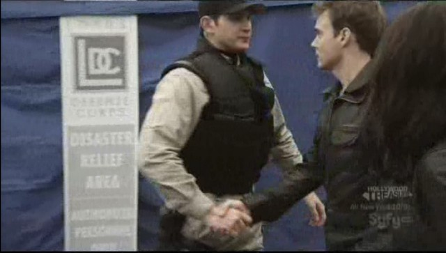 Sanctuary S3x20 - Will shakes the officers hand