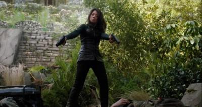 AgentsofSHIELD S1x02 Melinda May takes sidearms