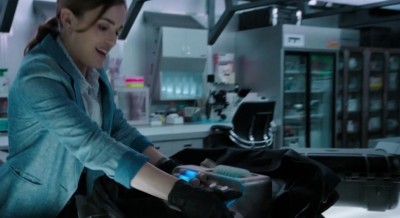 AgentsofSHIELD S1x02 Simmons with the device