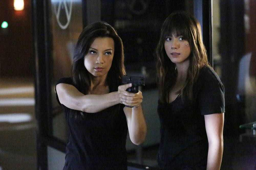 Agents of SHIELD S2x09 Melinda and Skye draw down on Ward!