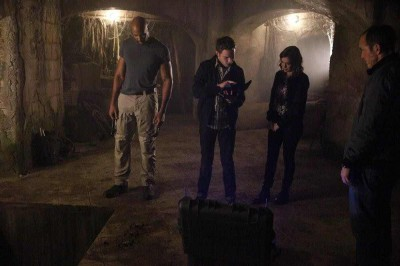 Agents of SHIELD S2x09 Mac, Fitz and Simmons in the ancient alien city