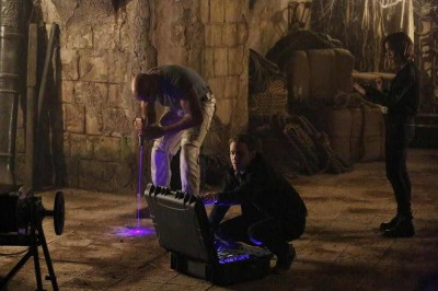 Agents of SHIELD S2x08 - The team searches for secrets