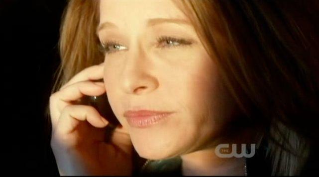 Supernatural S7x19 - Annie talking to Dean on phone