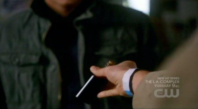 Supernatural S7x21 - Castiel hands Dean a bottle of his blood