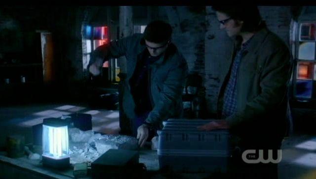 Supernatural S7x21 - Dean breaking rock open