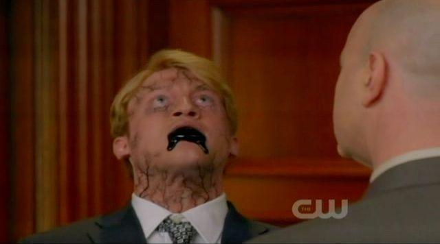 Supernatural S7x21 - Detective Collins kills one angel