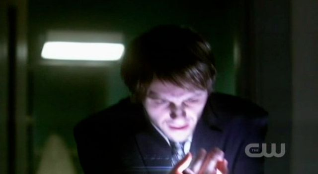 Supernatural S7x21 - Meg cuts Inias with the special knife