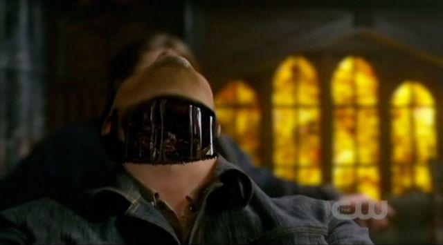 Supernatural S7x22 - Sam cuts Edgars head off