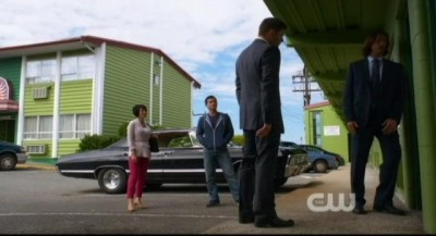Supernatural S8x02 - Dean Sam Kevin and Tiger Mommy at the house