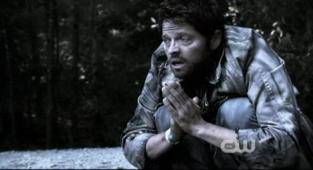 Supernatural S8x02 - Poor Cas looks terrible in Purgatory