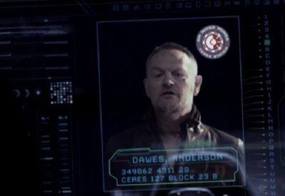 The Expanse S1x09 Julie tries to contact Anderson Dawes