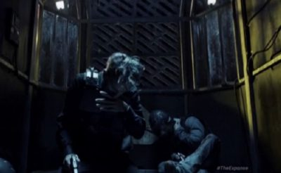 The Expanse S1x10 Miller and Holden board a shuttle