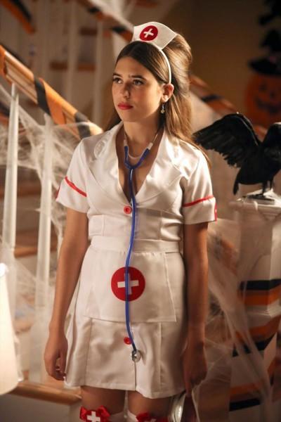 The Neighbors S1x05 - Clara Mamet as Amber Weaver in costume for Halloween-ween