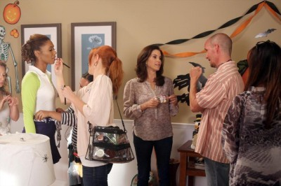 The Neighbors S1x05 - Getting ready for Halloween-ween
