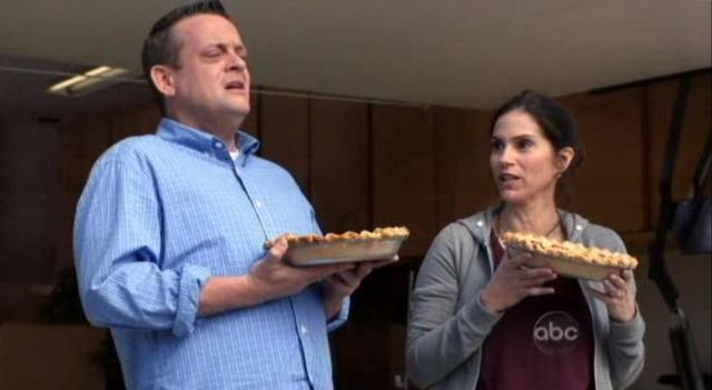 The Neighbors S1X01Marty and Debbie 1