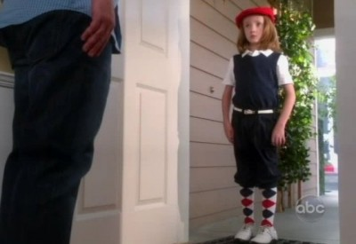 The Neighbors S1x02 - Dick Butkus dressed for the mall
