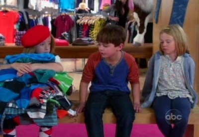 The Neighbors S1x02 - Dick Butkus makes out like a bandit at the mall