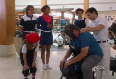 The Neighbors S1x02 - Fun at the mall