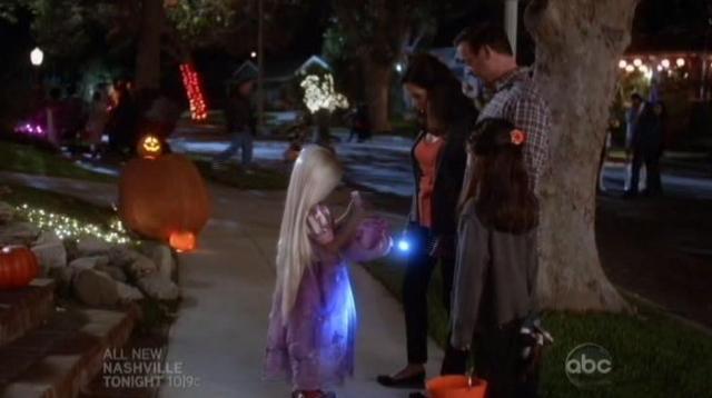 The Neighbors S1x05 Abby shows candy