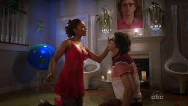 The Neighbors S1x07 Jackie gets romantic