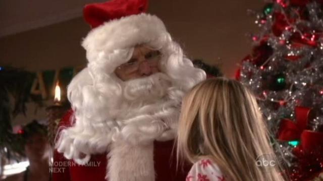 The Neighbors S1x09 Larry as Santa