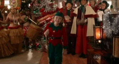 The Neighbors S1x09 - The  Zabrvonians bring the tree and Christmas cheer