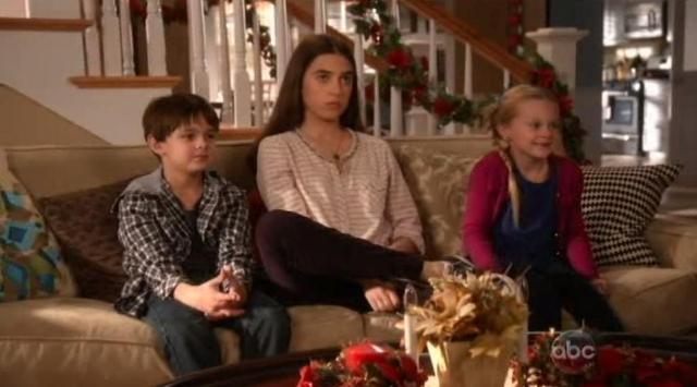 The Neighbors S1x09 Weaver kids find out about Hawaii