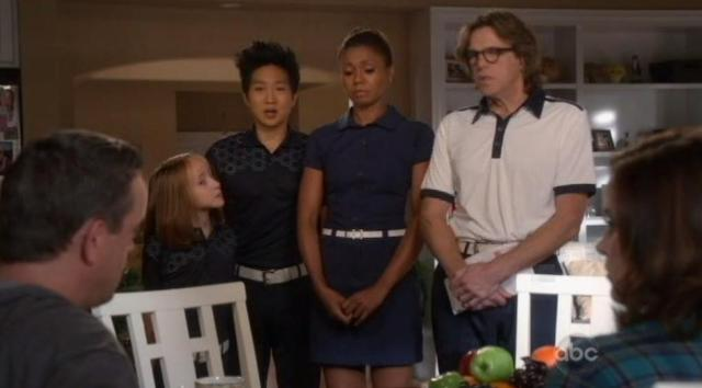 The Neighbors S1x14 Mail delivery