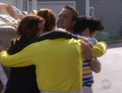 The Neighbors S1x14 The hug