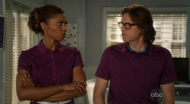 The Neighbors S1x15 Larry and Jackie upset4