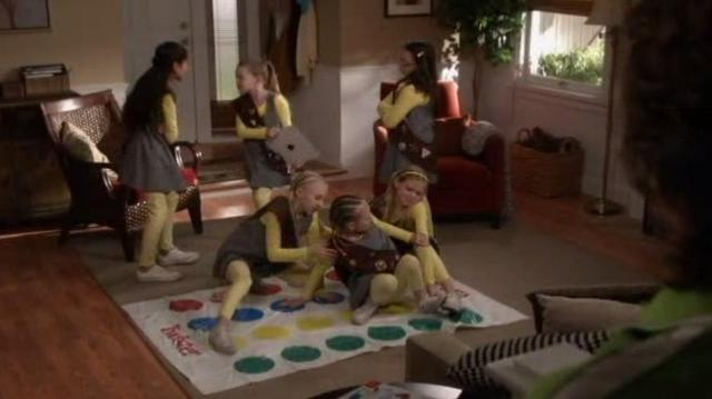 The Neighbors S1x21 scouts fighting over game