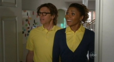 The Neighbors S1x22 - Larry and Jackie invite themselves along to Atlantic City
