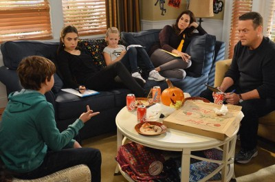 The Neighbors S2x05 - The Weavers conduct a family meeting about the pending visit
