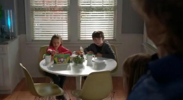 The-Neighbors-S2X02-Real-Weaver-kids