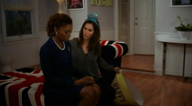 The-Neighbors-S2X03-Jackie-confesses-to-Debbie.