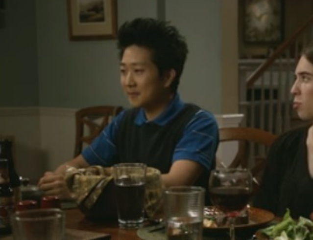 The Neighbors S2x06 - Reggie at dinner with the Weavers