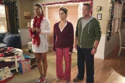 The Neighbors S2x11 - Jackie, Debbie and Marty get a Christmas surprise!