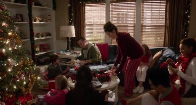 The NeighborsS2x11 Christmas morning at the Weavers
