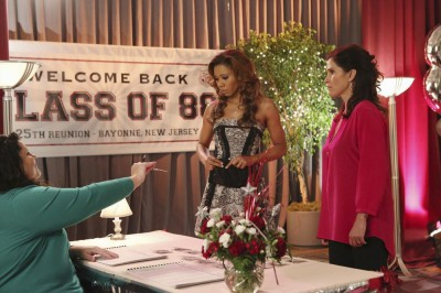 The Neighbors S2x13 - Debbie and Jackie sign in to visit the Class of 1988!