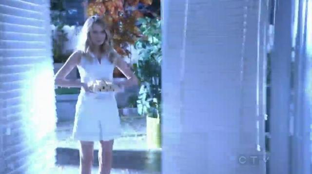 The Neighbors S02x12 Jane appears