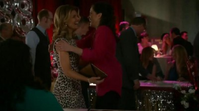 The Neighbors S02x13 Debbie reconnects with Tina