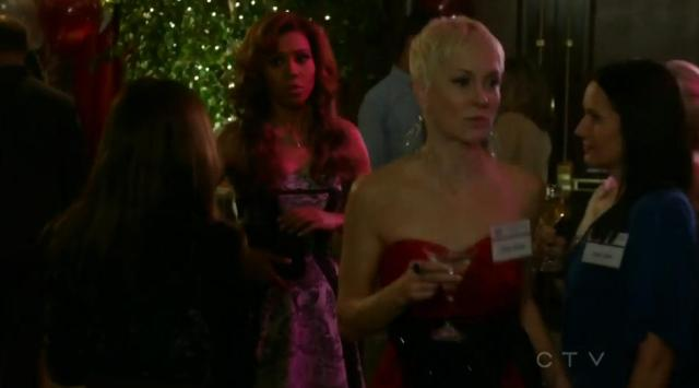 The Neighbors S02x13 Jackie gets found out