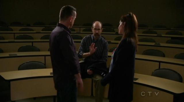 The Neighbors 02x14 Debbie and Marty profess their love in front of the professor