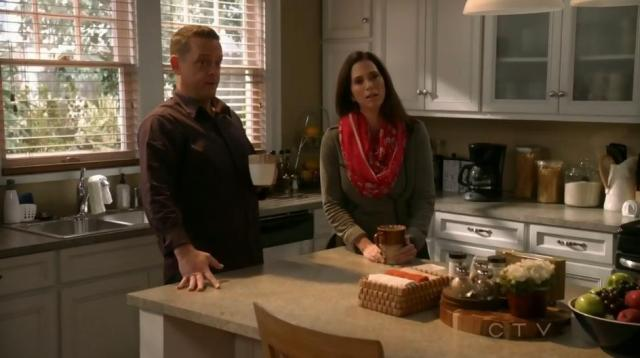 The Neighbors S2x14 - Debbie is worried about Amber