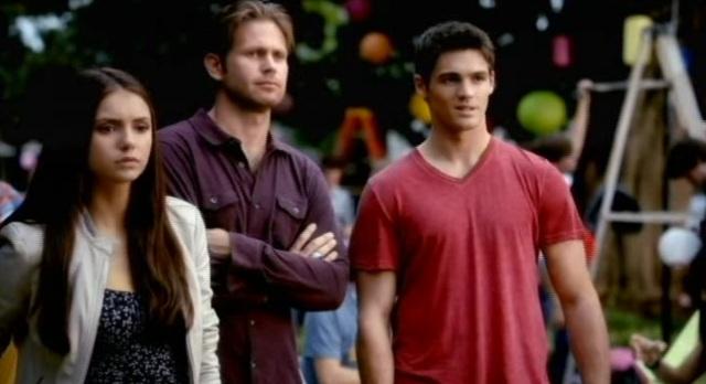 The Vampire Diaries 3x07 Elena, Alaric, Jeremy, & Invisible Anna at History Speech