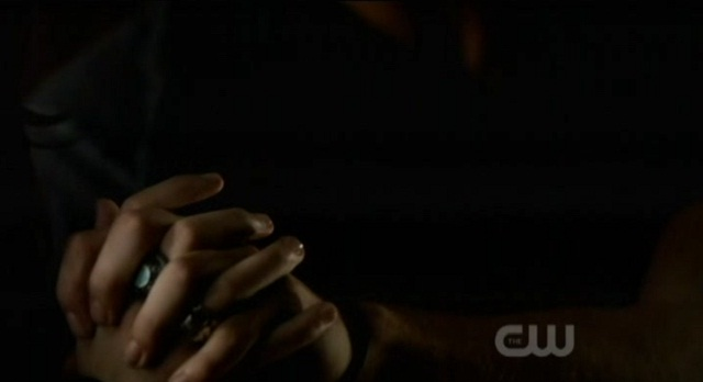 The Vampire Diaries 3x06 Jeremy and Anna hold hands