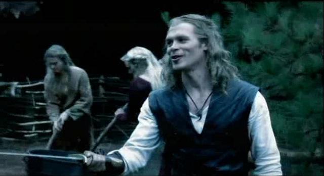 The Vampire Diaries S3x08 - Klaus and Eljah practice their swordplay